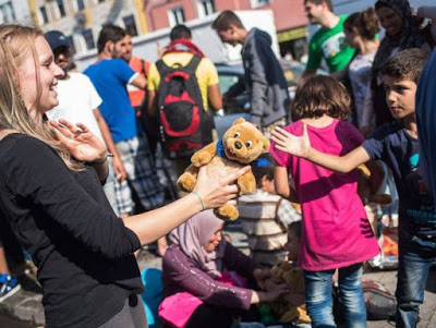 5 modi per aiutare i rifugiati che arrivano in Europa