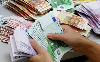 Portare i soldi all'estero per salvarli dal prelievo forzoso, conviene?