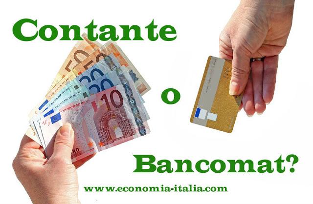 Meglio pagare con il bancomat o con il denaro contante?