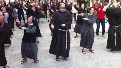 Stipendi di preti, suore, vescovi: quanto guadagnano e chi paga