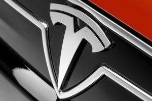 """Azioni Tesla : Target Price a 1.200 dollari perchè """"ancora non ha finito di crescere"""""""